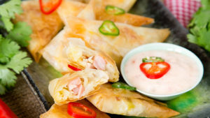 Samosas with dip