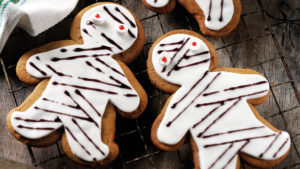 Gingerbread Mummy biscuits
