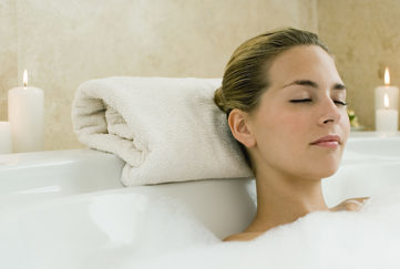 Lady relaxing in bath Pic: Istockphoto