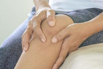 Knee pain in older woman