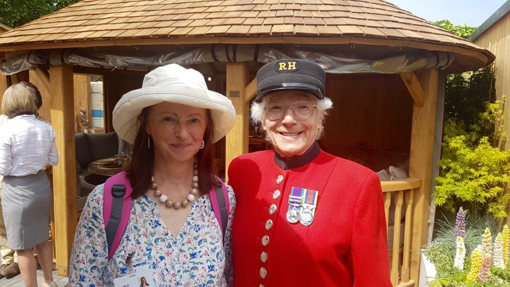 Susie White and Chelsea Pensioner Marjorie Cole