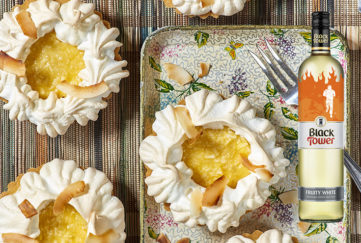 Pineapple and coconut pie with wine