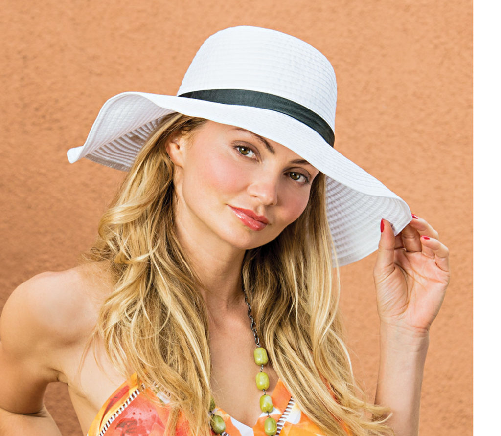 model with sunhat