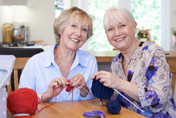 Two ladies knitting Pic: Istockphoto