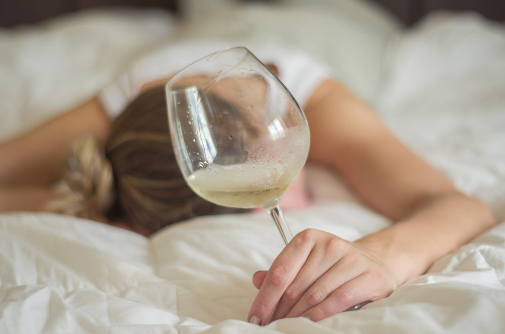 Woman, blond hair, fainted in bed after drinking