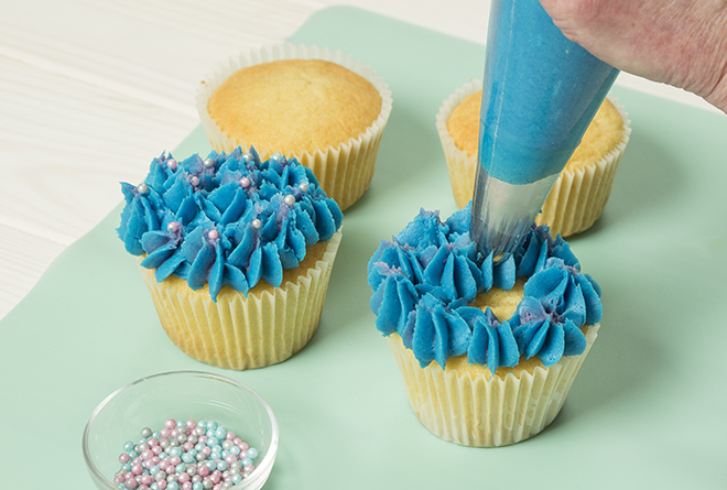 Hydrangea cupcake icing Pic: Lighthouse Photography