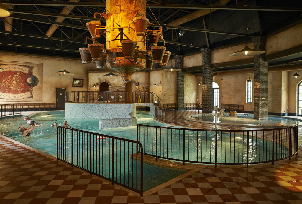 The indoor pool at Efteling Bosrijk with a family playing in the water