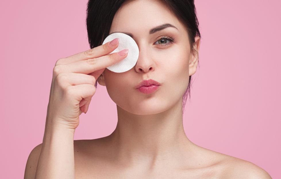 model removing makeup